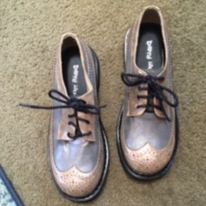 NWOT DIRTY LAUNDRY GOLD & GRAY OXFORDS SIZE 38.5